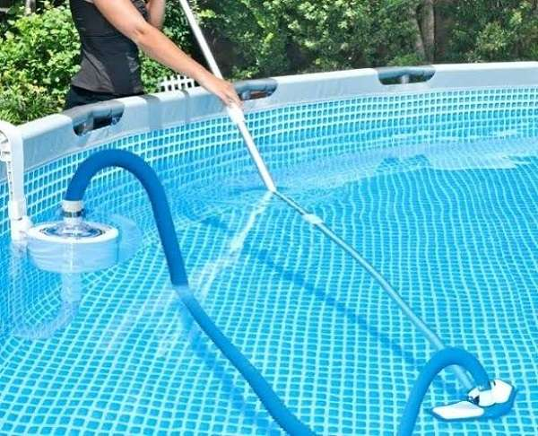 How to make a pool vacuum using a garden hose