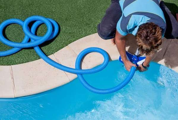How a garden hose pool vacuum works